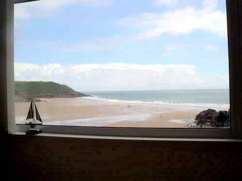 Come stay at a beachside apartment overlooking Caswell Bay on Gower peninsular., location de vacances à Swansea
