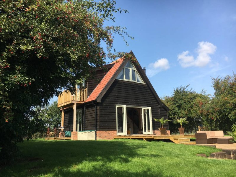 The Cart Lodge - a spacious and beautiful barn conversion in a large garden with a pond and decking