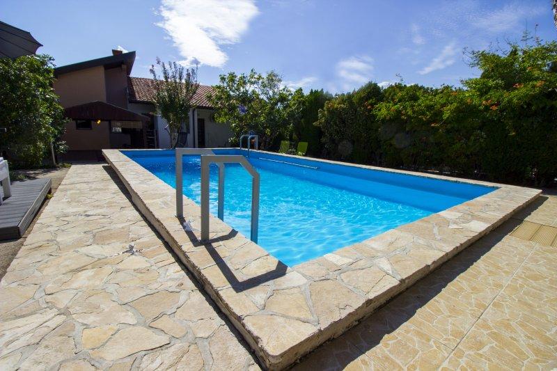 Villa Sana Sunny Apartments (App. Riverside), location de vacances à Mostar