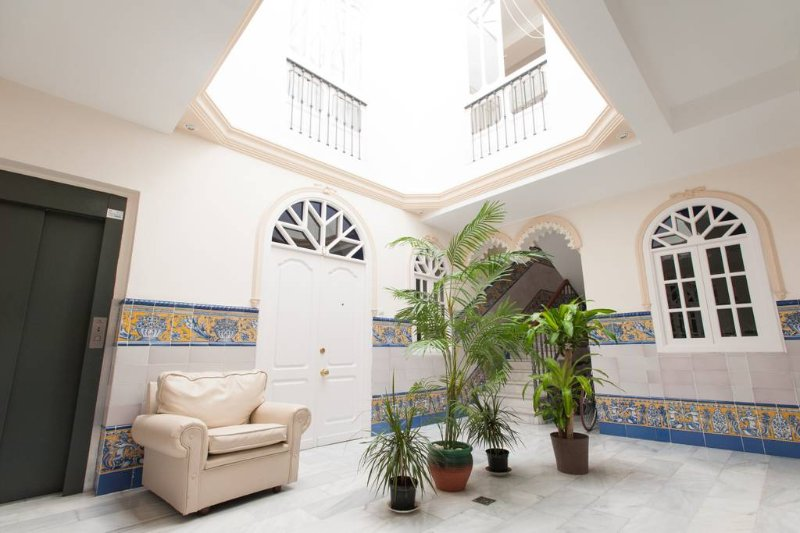 APARTMENT 5 MINUTES TO CATHEDRAL, SOLARIUM TERRACE