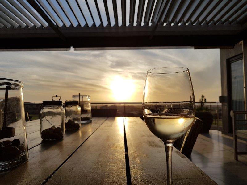 Schöner Sonnenuntergang von der Terrasse