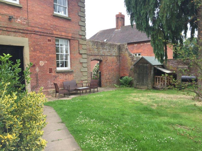 Game Cottage, 2 bedroom cottage at Grade I Davenport House, Shropshire, sleeps 5, vacation rental in Wombourne
