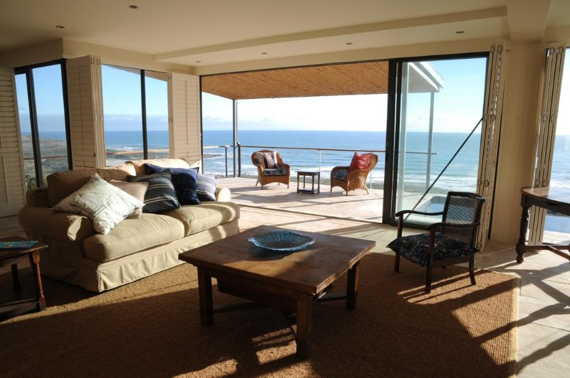 Ocean's Horizon Beach House, holiday rental in Cape Town