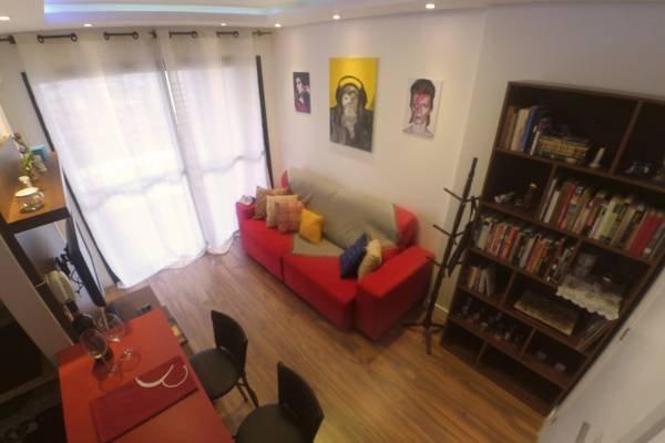 Sala com sofá-cama, tv, internet wifi, soundbar bluetooth.