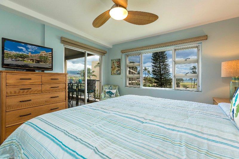 Master Bedroom w/ sliding door to lanai
