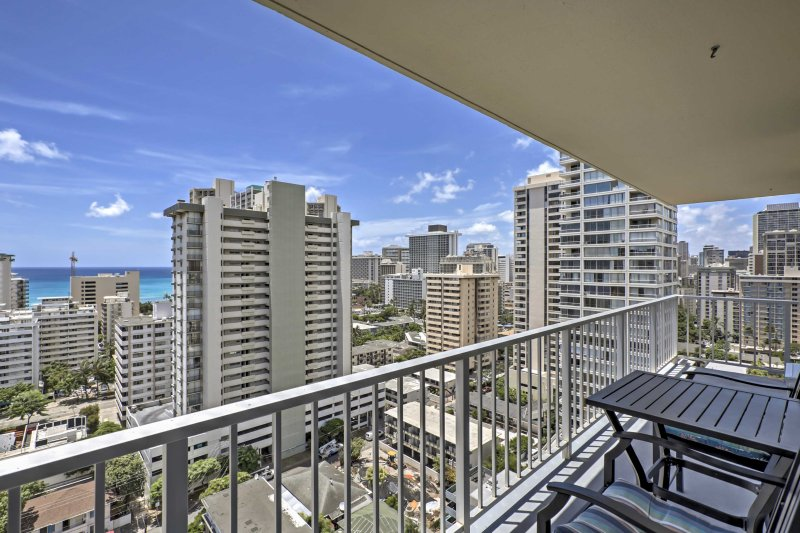 Experience life in central Honolulu from this 2-bedroom, 1-bathroom vacation rental condo!