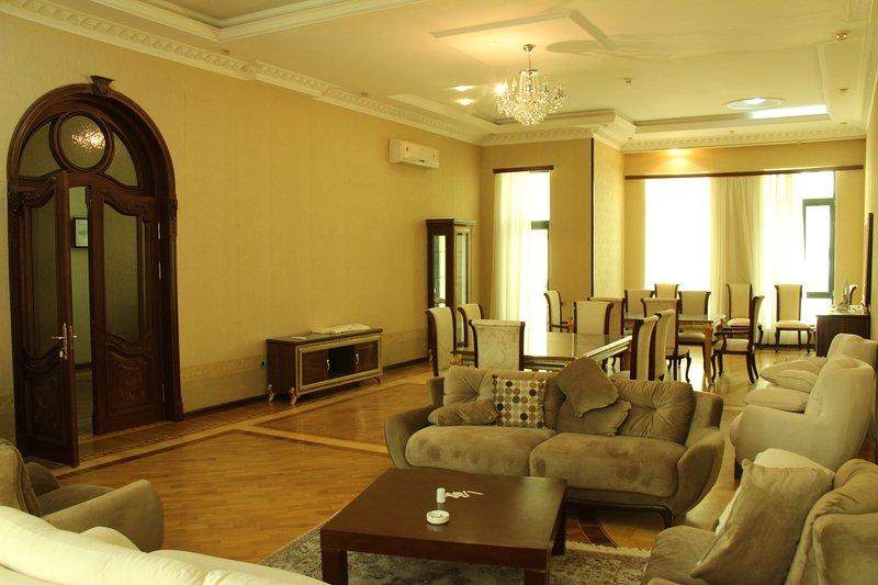 Villa Lux 5+1 bedrooms, vakantiewoning in Bakoe
