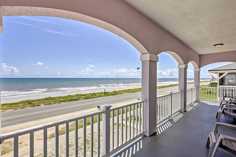 Disfrutar de lo último refugio de playa con esta frente al mar de 4 dormitorios, 4 baño de casa de alquiler de vacaciones en Flagler Beach!