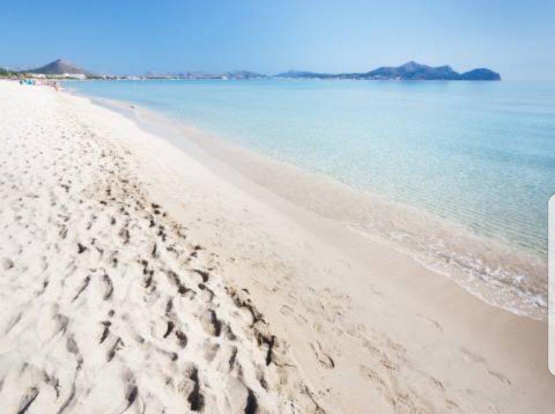 Sagitario, preciosa casa ibicenca a 30 metros de la playa de Muro, alquiler de vacaciones en Mallorca