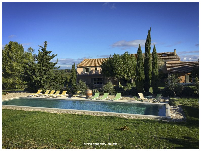 Hebergement de qualite au millieu des  vignes, holiday rental in Roaix