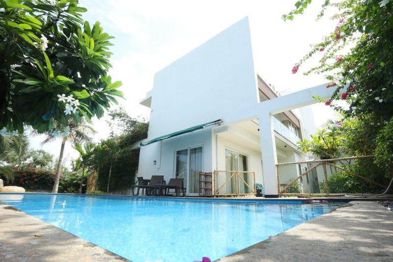 La Playa by Vista Rooms, vacation rental in Muttukadu