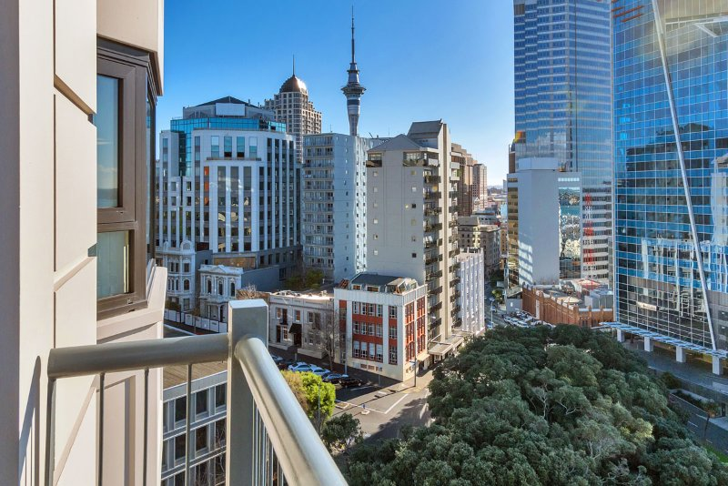 From your balcony take in Views of Auckland city and the Skytower.