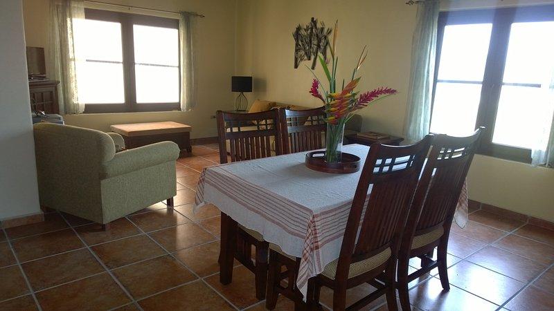 Diningroom,Livingroom.
