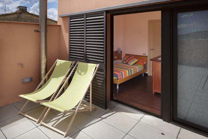 Chambre simple et une terrasse au premier étage