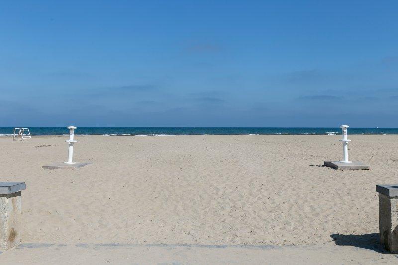 Surroundings. Beach of the Patacona. Surroundings. Patacona beach.