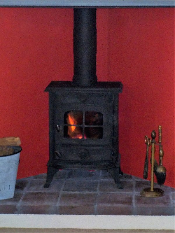 Log burner (free logs during your stay)