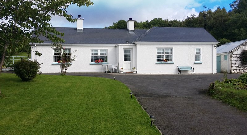 cozy traditional irish cottage a perfect base to explore the wild rh tripadvisor com