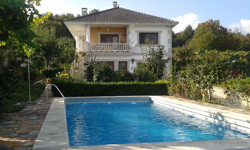 Villa with Pool in Galicia, Ribeira Sacra, location de vacances à San Pedro