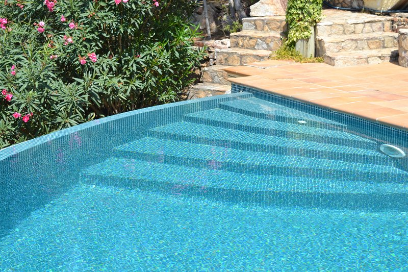 Gentle steps in to the pool