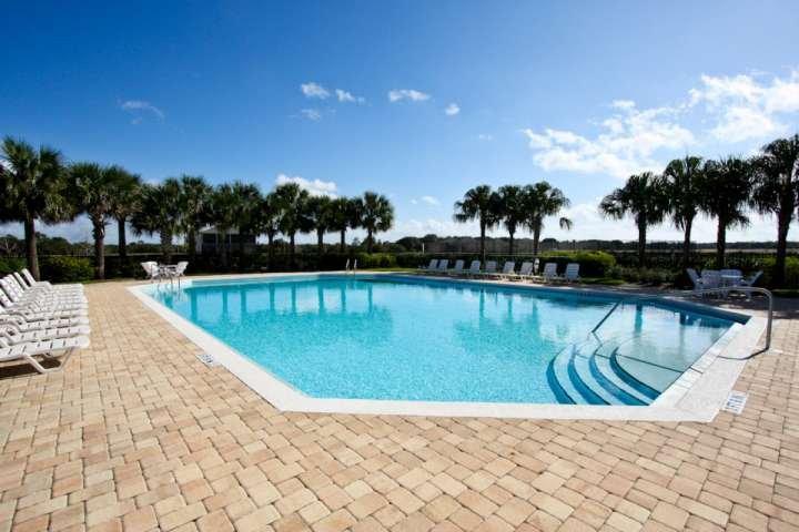 Hermoso complejo piscina