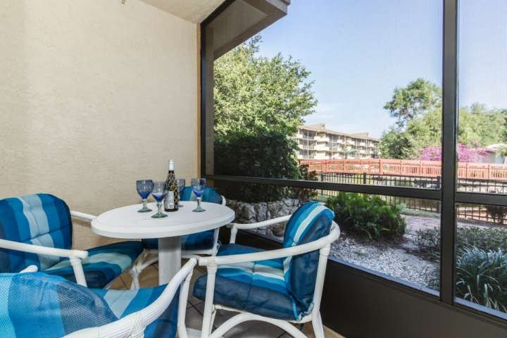 Seu va privada selecionados w / assentos confortáveis oferece infinitas horas de jantar e / ou férias de relaxamento prazer.