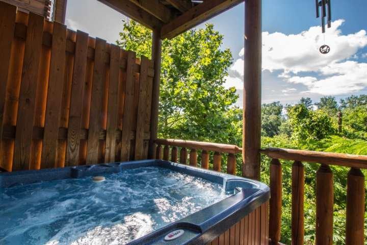 Rilassatevi nella vasca calda dopo una lunga giornata di attività nelle Smoky Mountains - Pigeon Forge e Gatlinburg