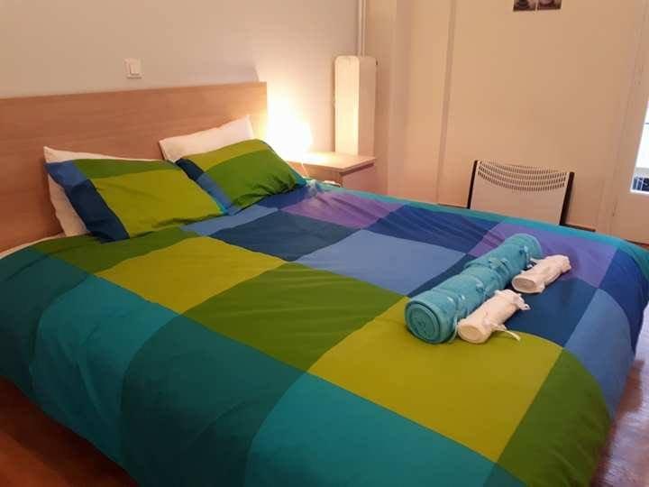Molto comodo letto nuovo, spazio ripostiglio, balcone privato. Lenzuola e asciugamani vengono forniti