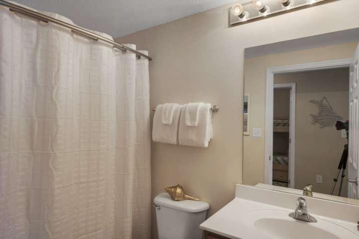 Segundo cuarto de baño con bañera / ducha!