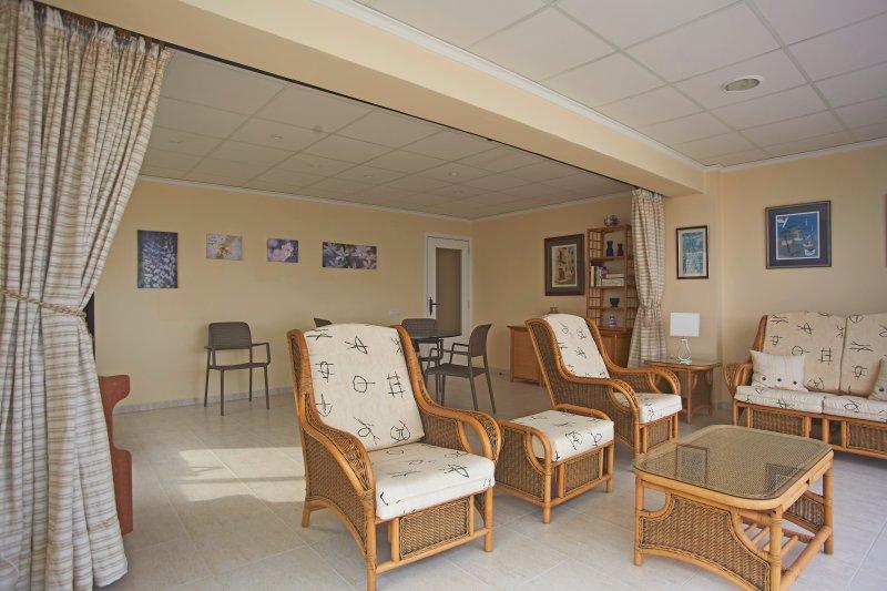 Salón comedor, zona de estar relax. Living room, relax zone seating area.