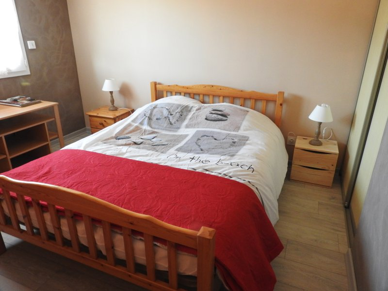 ROOM DOUBLE BED