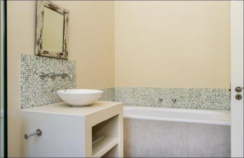 Bedroom 3 en suite bath and shower