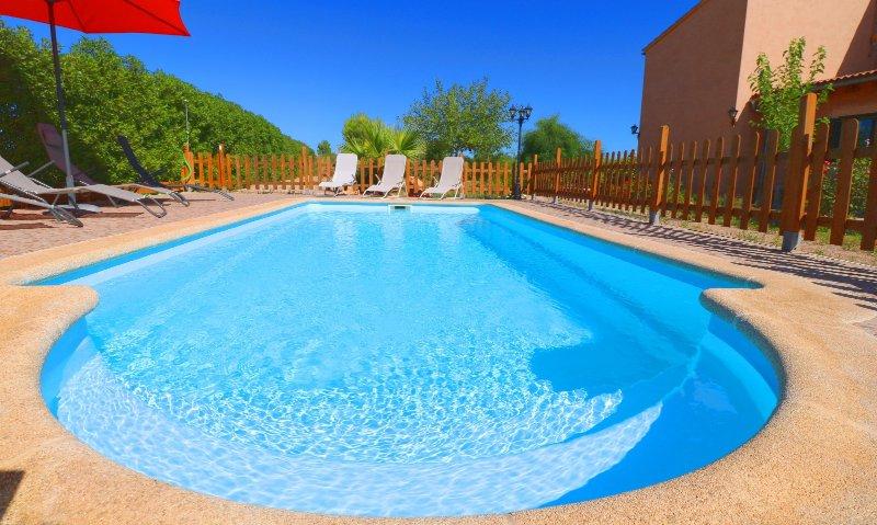 Can Olivaret, wifi free, private pool, near Es Trenc!, alquiler de vacaciones en Campos