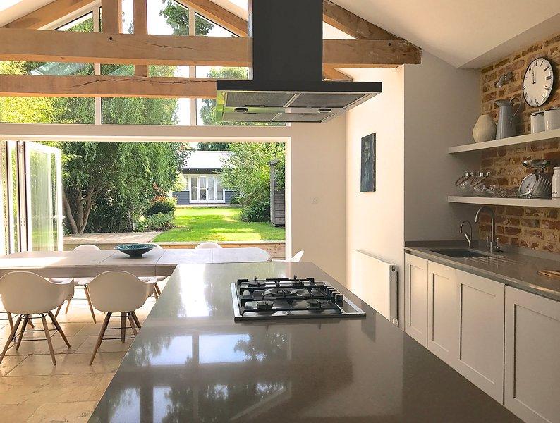 Contemporary, cosy and stylish Victorian home in Royal Berkshire., aluguéis de temporada em Chobham