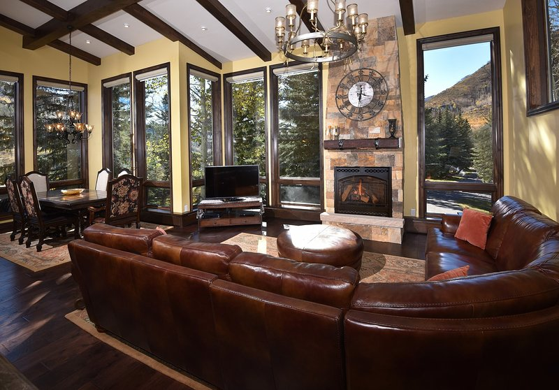 SkyRun Property - 'Potato Patch Club' - Living room 2