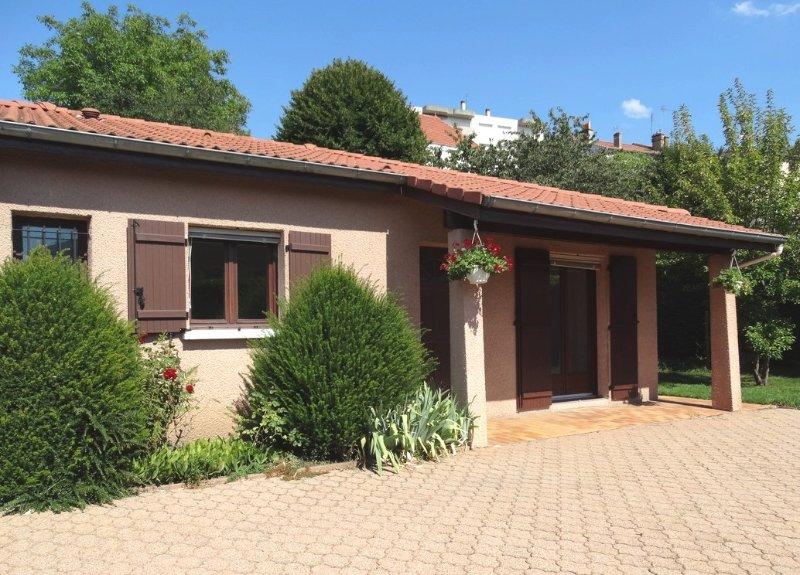 'le Clos Gentiane', à Saint-Etienne, Petite maison, avec jardin et parking clos., holiday rental in Aurec-sur-Loire