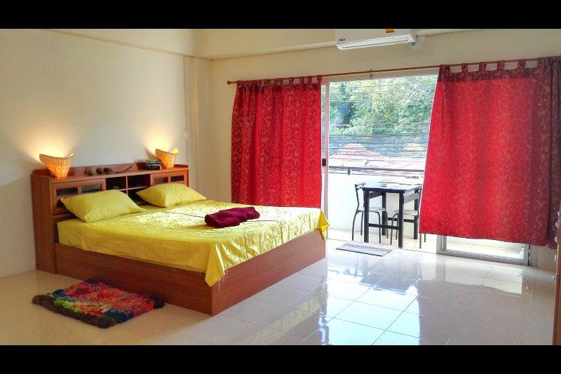 Chambre King de 30m². k.size lit, à 1 km de la jetée de Chalong - Phuket