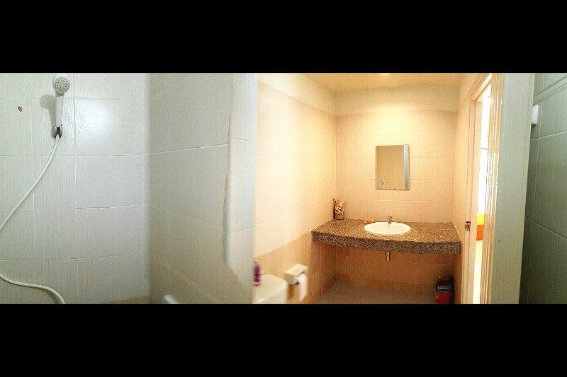 ... cuarto de baño ...