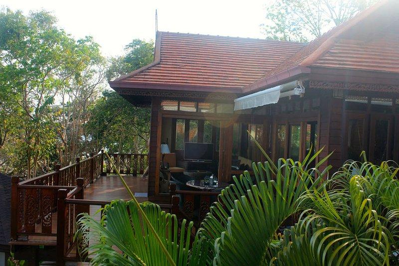 Beautiful Thai-style villa, pool, beach, holiday rental in Koh Phaluai