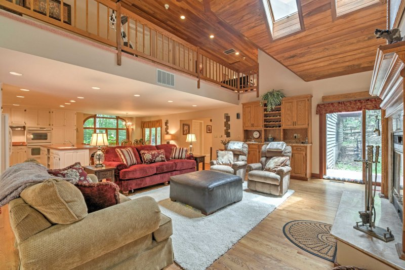 Ten guests can be comfortably accommodated throughout 3,500 square feet of well-appointed living space.