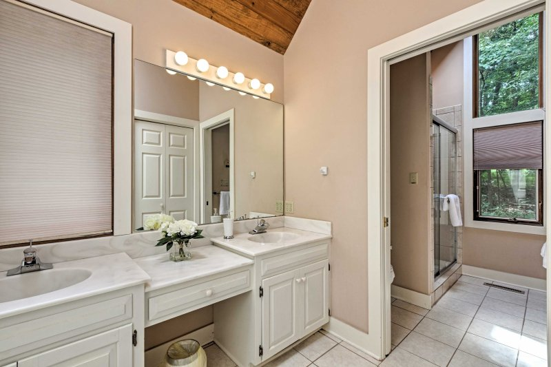 This home features 3.5 pristine bathrooms.