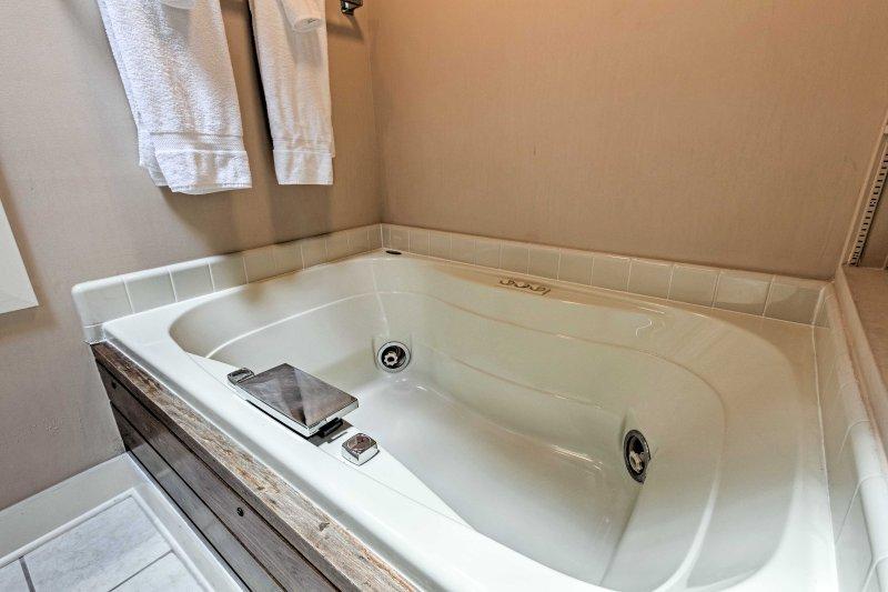 Sink into the en-suite Jacuzzi tub!