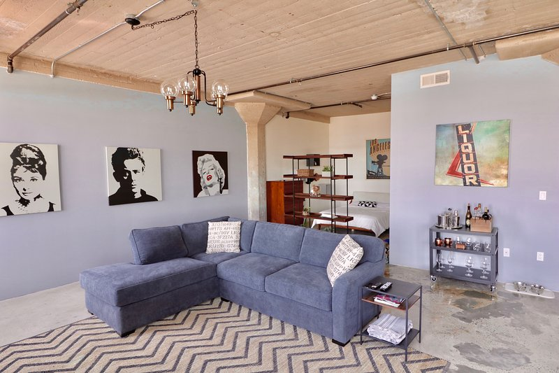 Open Loft in the Heart of Arts District, holiday rental in Downey