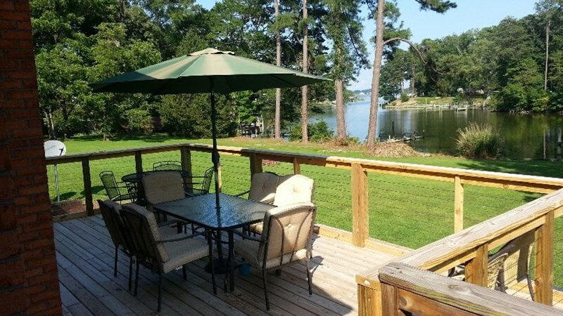 Reedville Home w/4 Bikes, 4 Kayaks & River Access!, location de vacances à Reedville