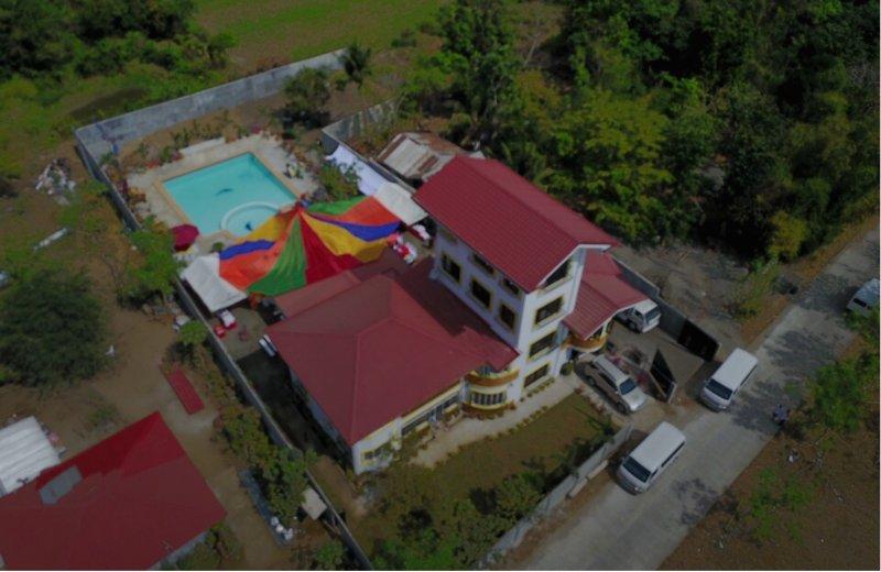 Armi's Villa Ohana - Family Room w/ Shared Bathroom (1st Floor), location de vacances à Ilocos Region