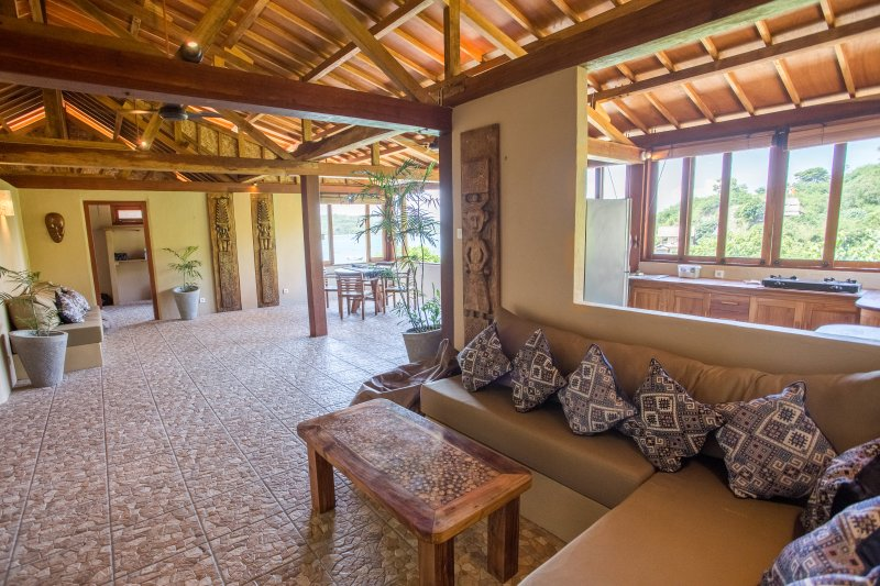 Bruce's Hideout Hilltop Villa 2, holiday rental in Jerowaru