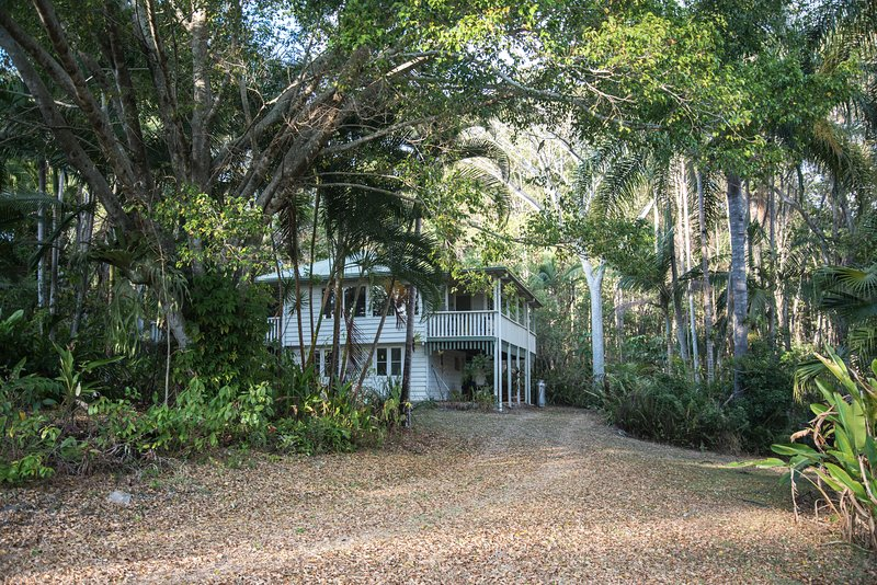 Heliconia House - Noosa Hinterland Retreat, vacation rental in Tewantin