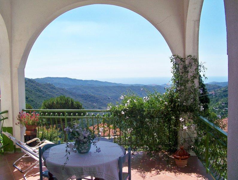 Zauberhafte Wohnung mit Traumterrasse, casa vacanza a Agaggio Inferiore