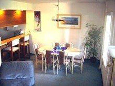 Comedor, en el interior, habitación, muebles, sala de estar