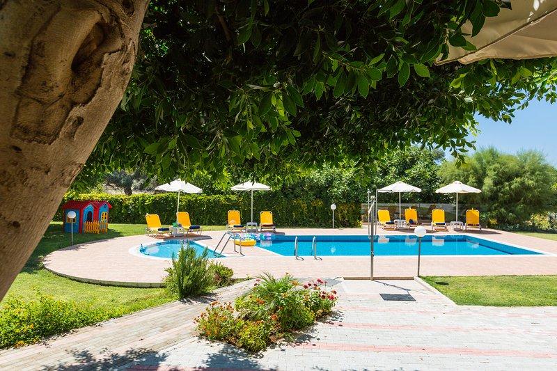 60 m² piscine écologique avec espace séparé pour les jeunes enfants