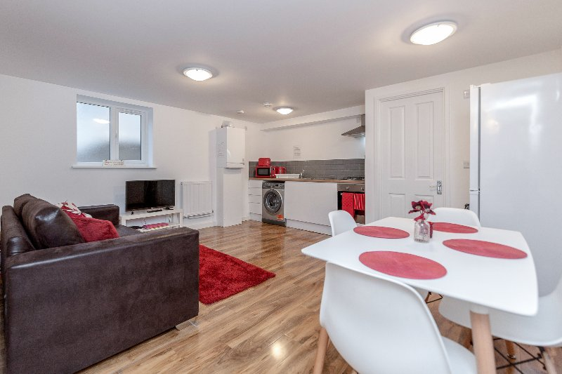 ❤️Royal Apartments - Heathrow: Apt No1❤️Key Workers Only, holiday rental in Ickenham